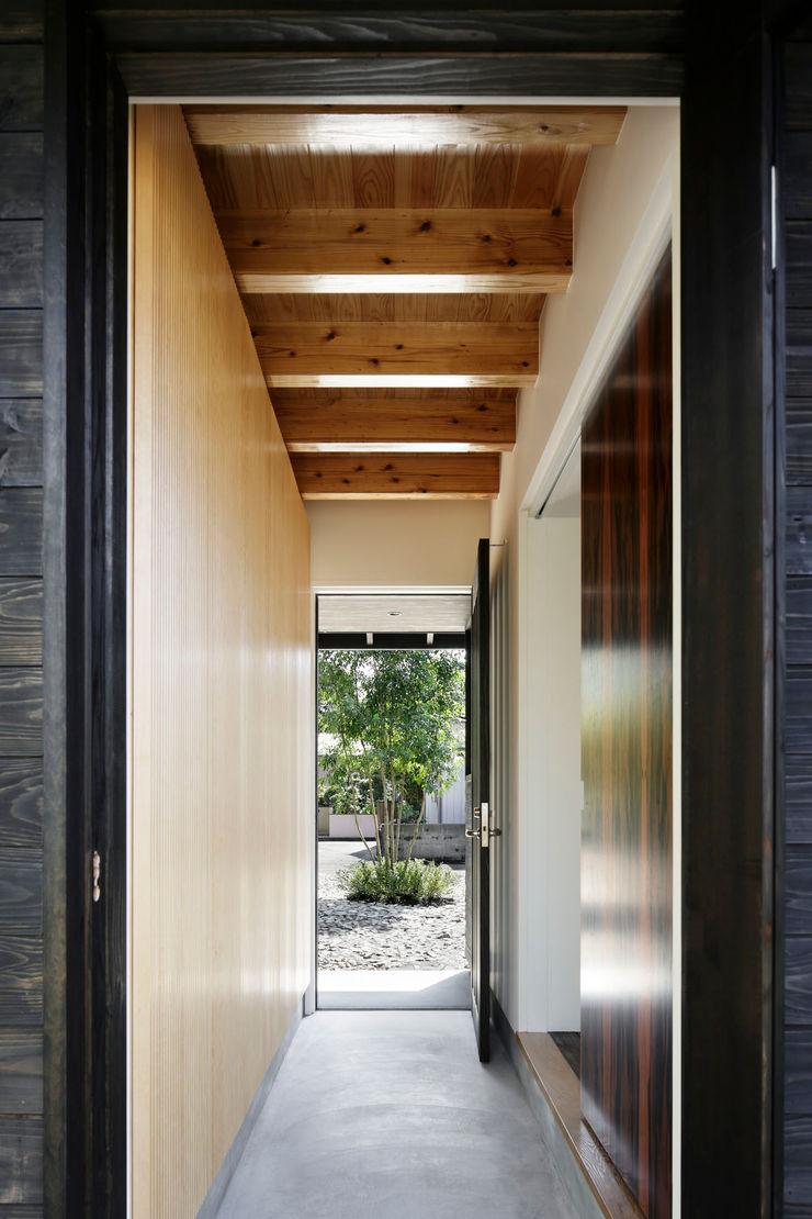 玄関 山田伸彦建築設計事務所 モダンスタイルの 玄関&廊下&階段