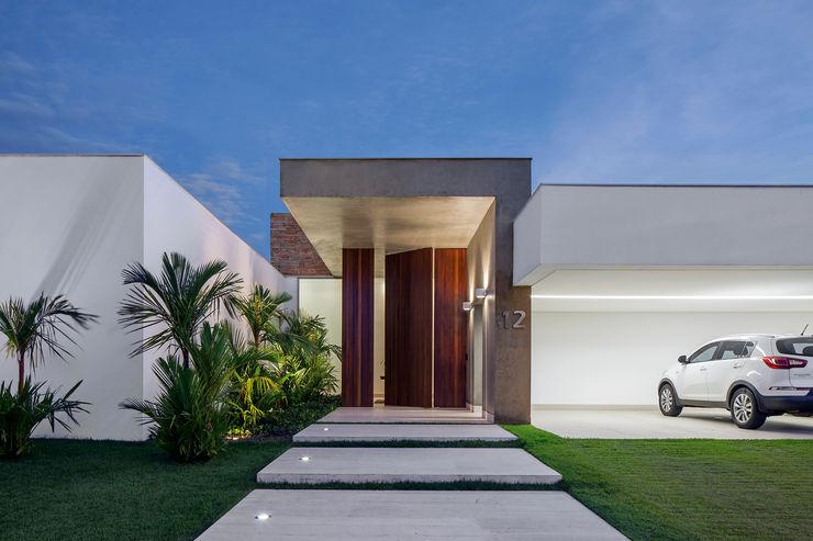 Aguirre Arquitetura Minimalist houses
