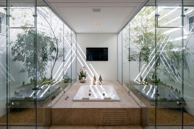 Aguirre Arquitetura Ванная комната в стиле минимализм
