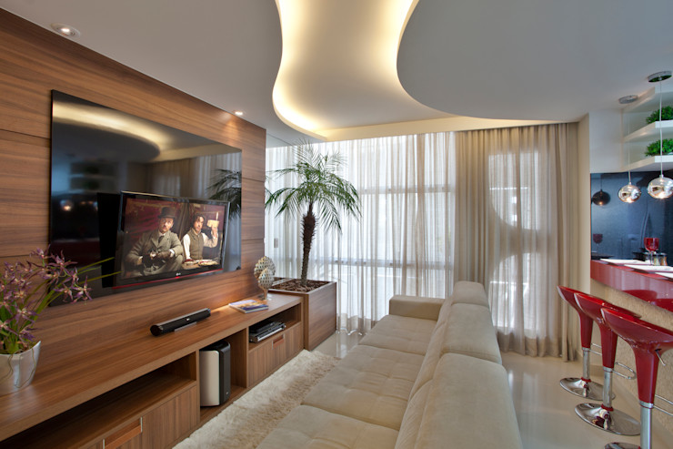 Designer de Interiores e Paisagista Iara Kílaris Salas de entretenimiento de estilo moderno