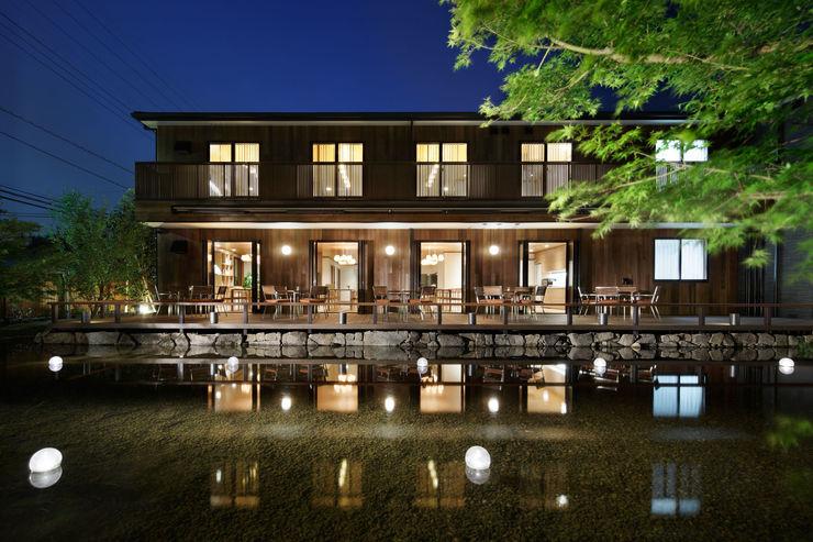 建築と池泉 秦造園 オリジナルな 家