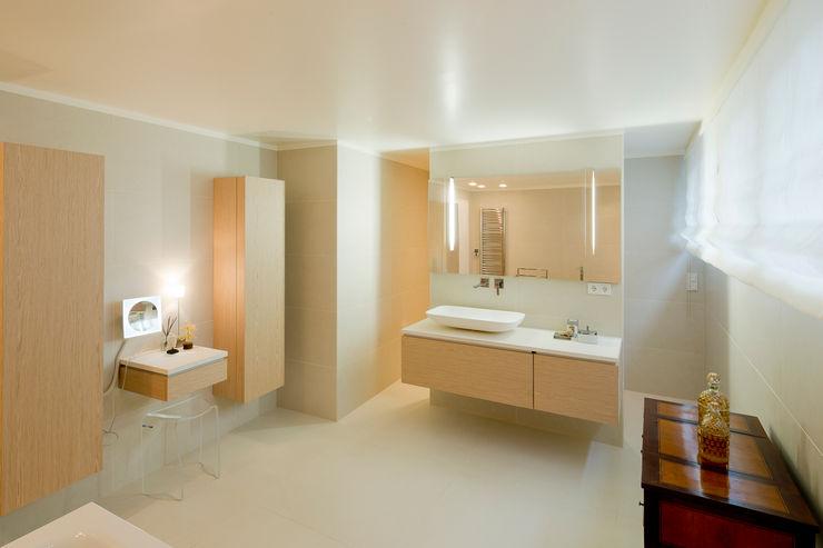 Haus Dr. B Ferreira   Verfürth Architekten Moderne Badezimmer