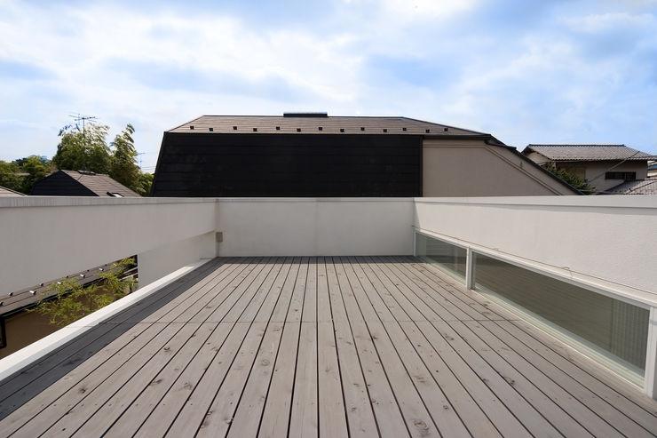 株式会社 アーキショップ 一級建築士事務所 Modern balcony, veranda & terrace