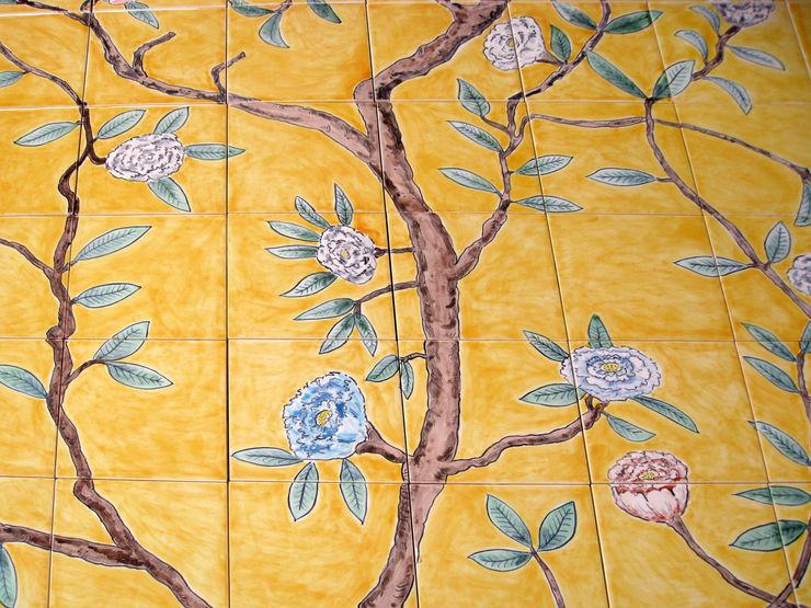 Chinese wallpaper tile panel detail. Reptile tiles & ceramics 和風の お風呂