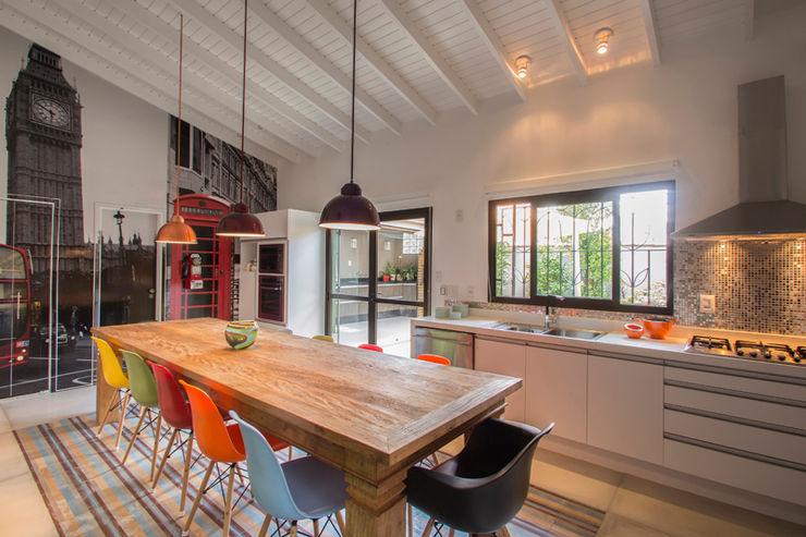 Residencia de Surfista Marcos Contrera Arquitetura & Interiores Cozinhas tropicais