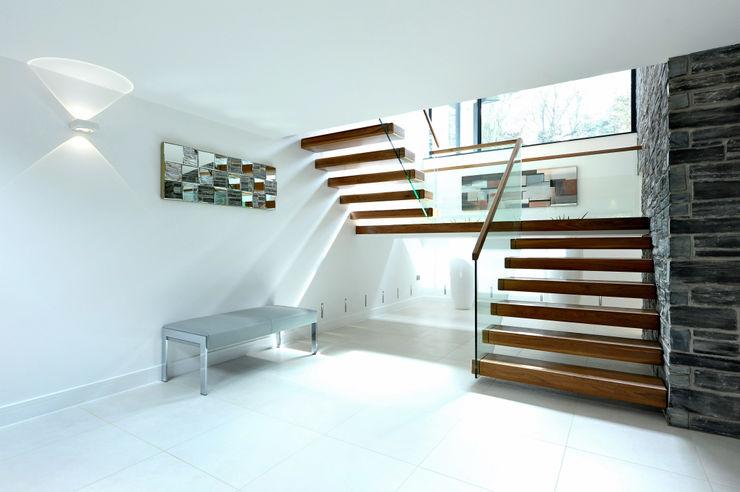 Redwoods, Wimborne, Dorset Jigsaw Interior Architecture Modern corridor, hallway & stairs