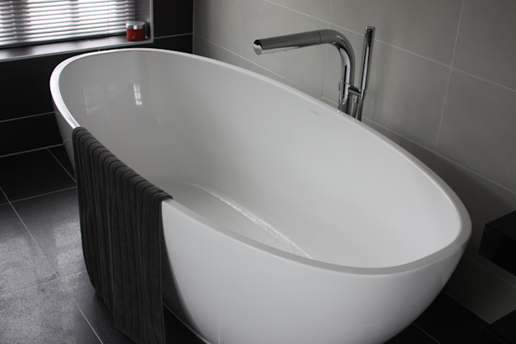 Bath Daman of Witham Ltd Baños de estilo moderno