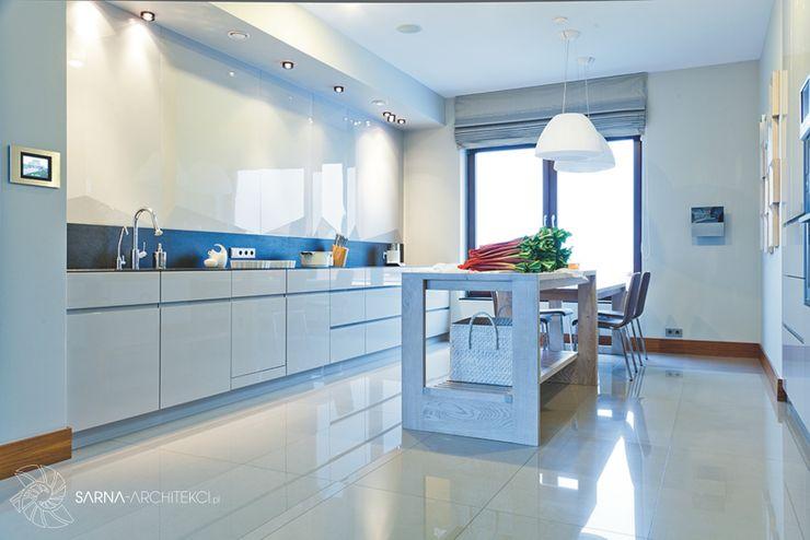 HOUSE WITH A PERSPECTIVE SARNA ARCHITECTS Interior Design Studio Nowoczesna kuchnia