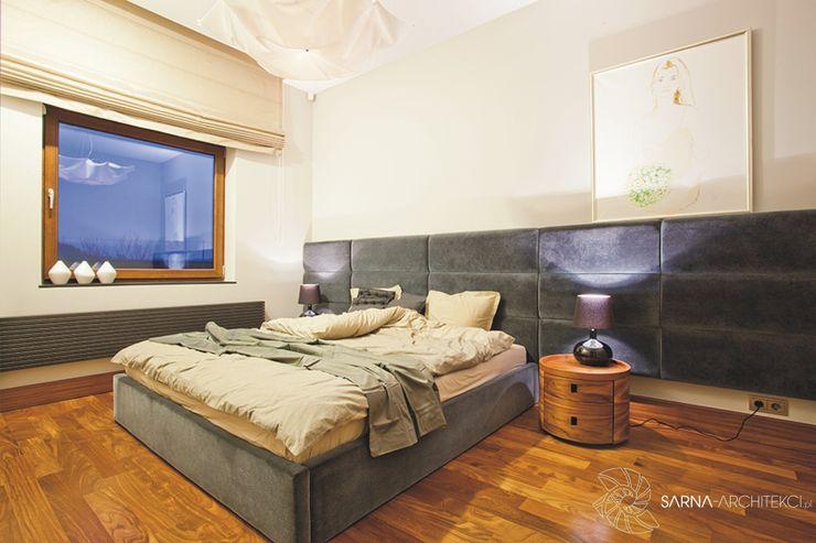 HOUSE WITH A PERSPECTIVE SARNA ARCHITECTS Interior Design Studio Nowoczesna sypialnia