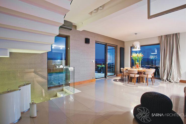 HOUSE WITH A PERSPECTIVE SARNA ARCHITECTS Interior Design Studio Nowoczesny salon