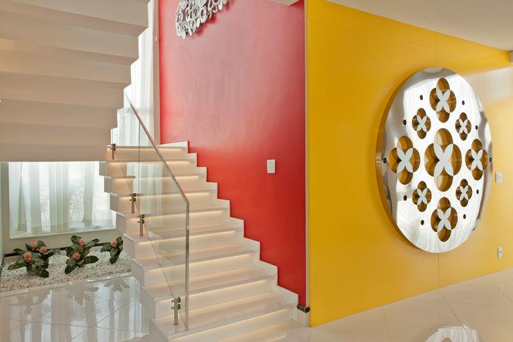 Designer de Interiores e Paisagista Iara Kílaris Nowoczesny korytarz, przedpokój i schody
