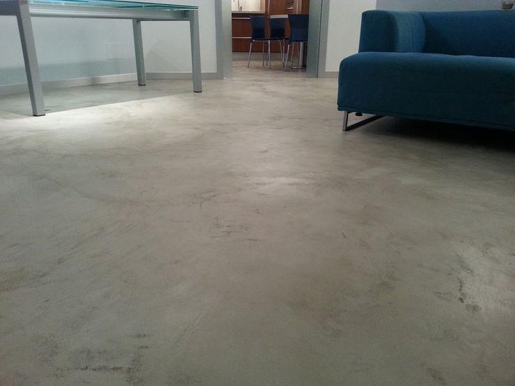 Pavimenti in cemento zona living Pavimento Moderno Pareti & Pavimenti in stile moderno
