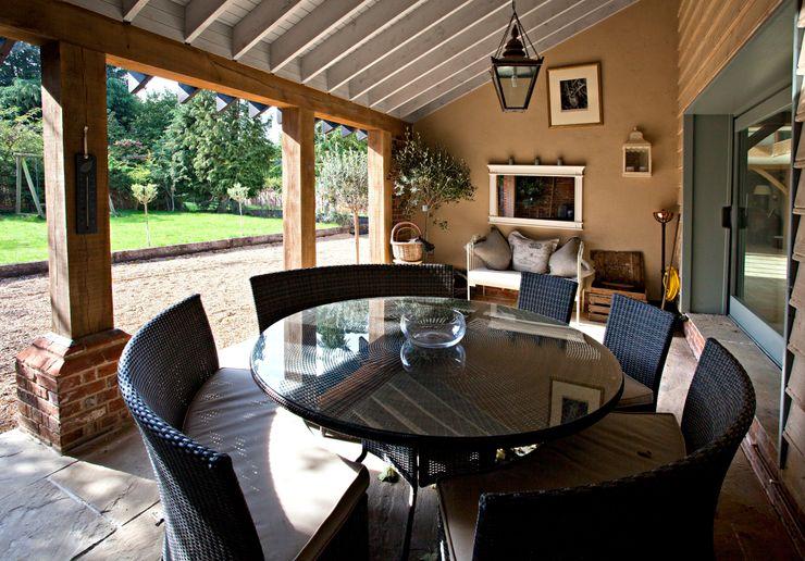 The veranda Clayland Architects Country style balcony, veranda & terrace