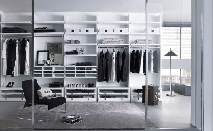 White walk in wardrobe Lamco Design LTD DressingArmoires et commodes