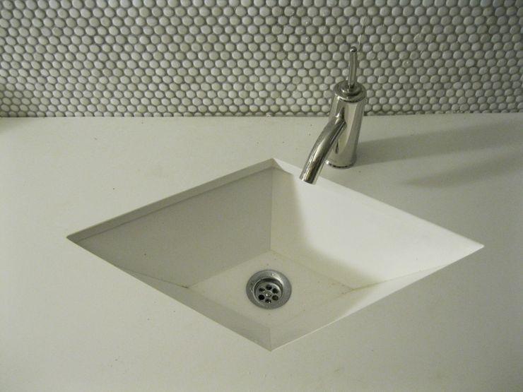lavabo en rombo. marmoles la pedrera Baños de estilo mediterráneo