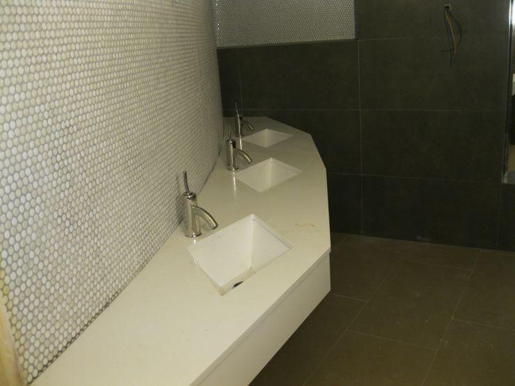 Cocinas y baños marmoles la pedrera Baños de estilo mediterráneo