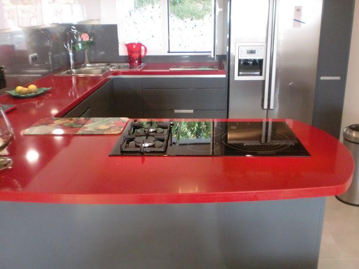 Cocinas y baños marmoles la pedrera Cocinas de estilo mediterráneo