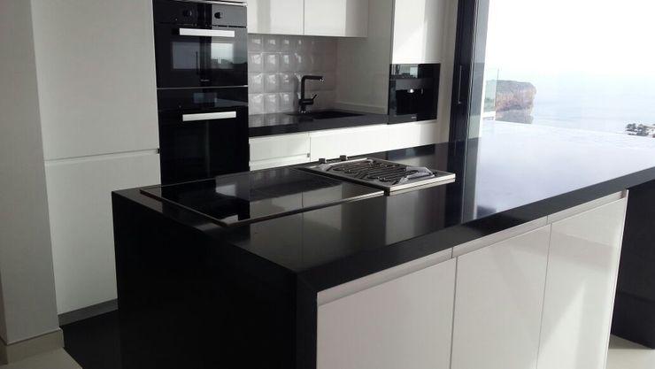 Cocinas y baños marmoles la pedrera Cocinas de estilo moderno