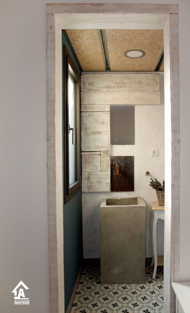 Alcazar Construcciones Baños de estilo ecléctico