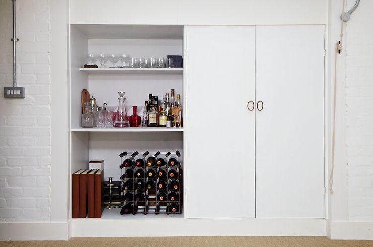 Brilliant Bethnal Green Propia ห้องนั่งเล่นตู้เก็บของและชั้นเก็บของ
