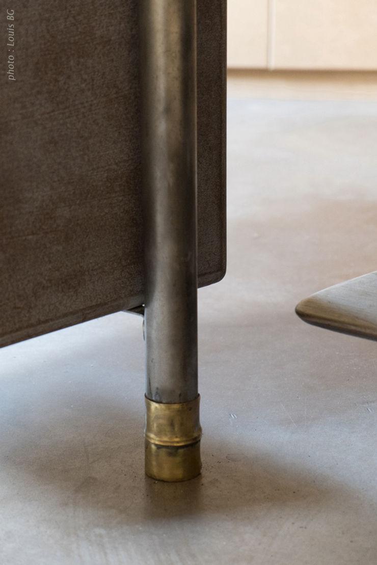 """Bureau """"4postes"""" - vue intérieure et détail d'un pied Jean Zündel meubles rares Espaces de bureaux classiques"""