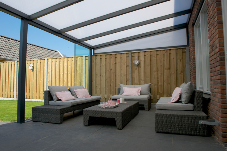 Aluminium Terrassenüberdachungen / Sunrooms von DWZ homify Moderner Balkon, Veranda & Terrasse