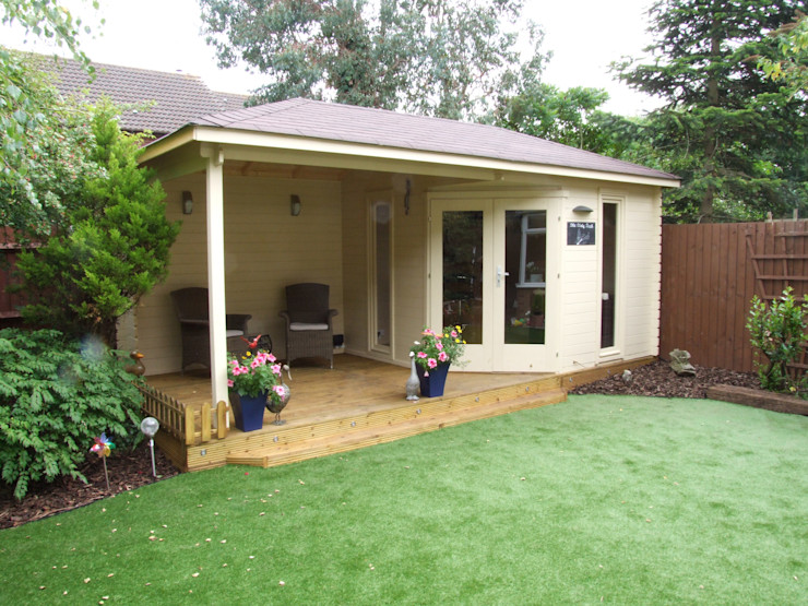 Highgrove Cabin 40 mm timber 576cm x300 cm. constructed on decking homify Modern Study Room and Home Office