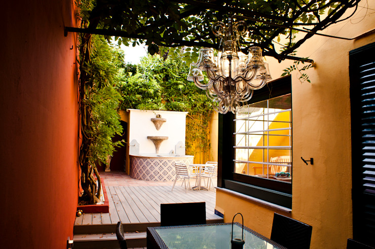 Patio interior modernista CID DELTA, SA Balcones y terrazas de estilo mediterráneo
