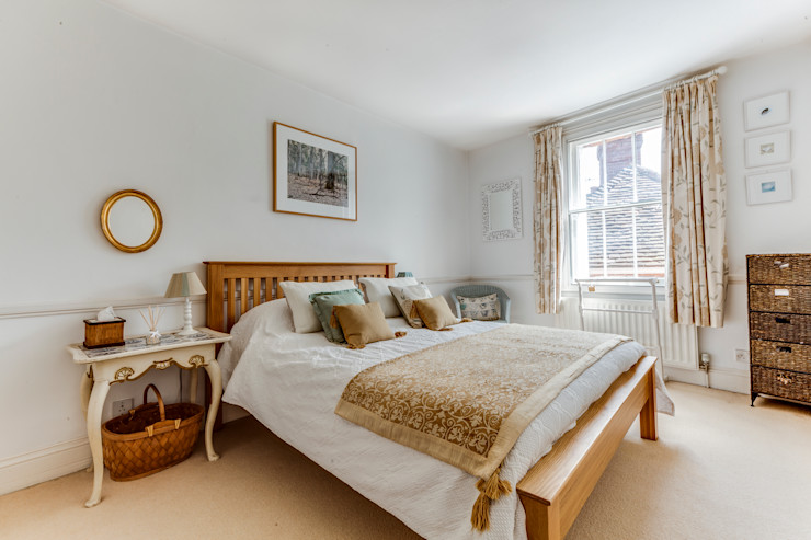 A cottage of two halves Forest Eyes Photography Country style bedroom