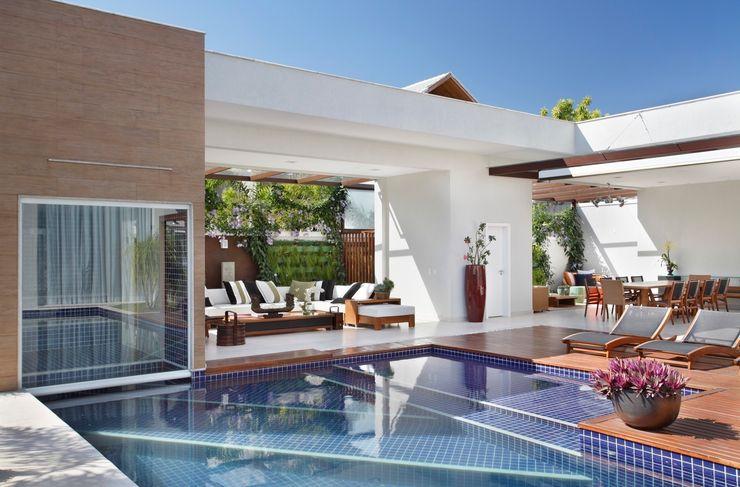 ANGELA MEZA ARQUITETURA & INTERIORES Modern Pool