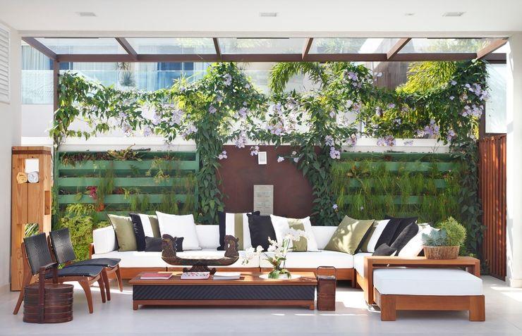 ANGELA MEZA ARQUITETURA & INTERIORES Balcones y terrazas de estilo moderno
