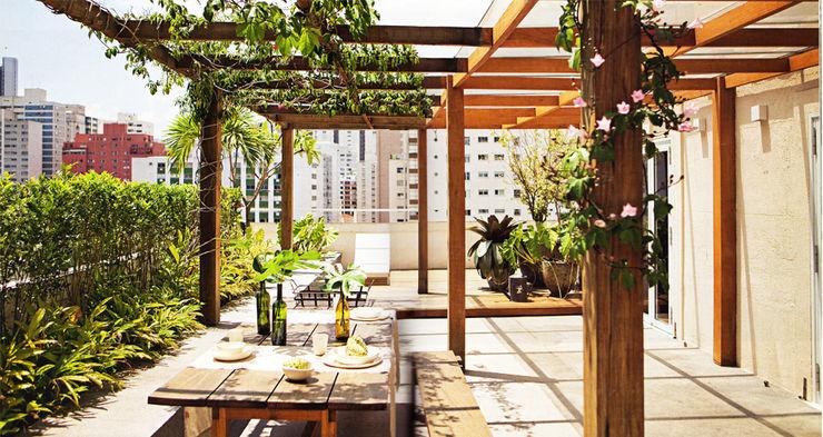 Apartamento Oliver SAO Arquitetura Varandas, alpendres e terraços modernos