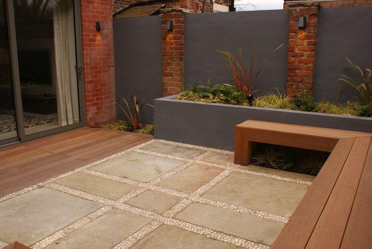 Contemporary Courtyard - Salford Hannah Collins Garden Design