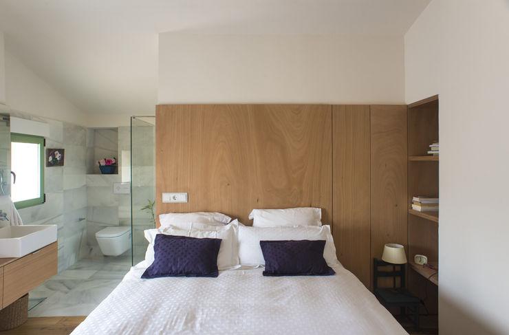 DMP arquitectura Спальня в стиле модерн