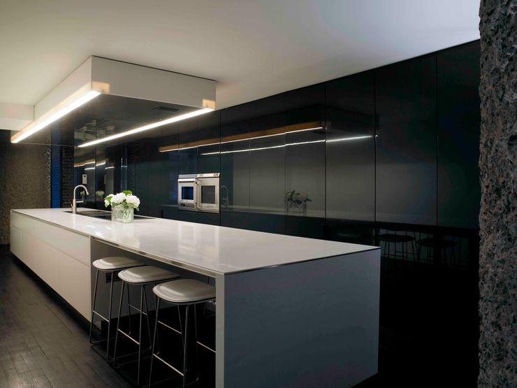Apartment 60 Mackay + Partners Modern kitchen