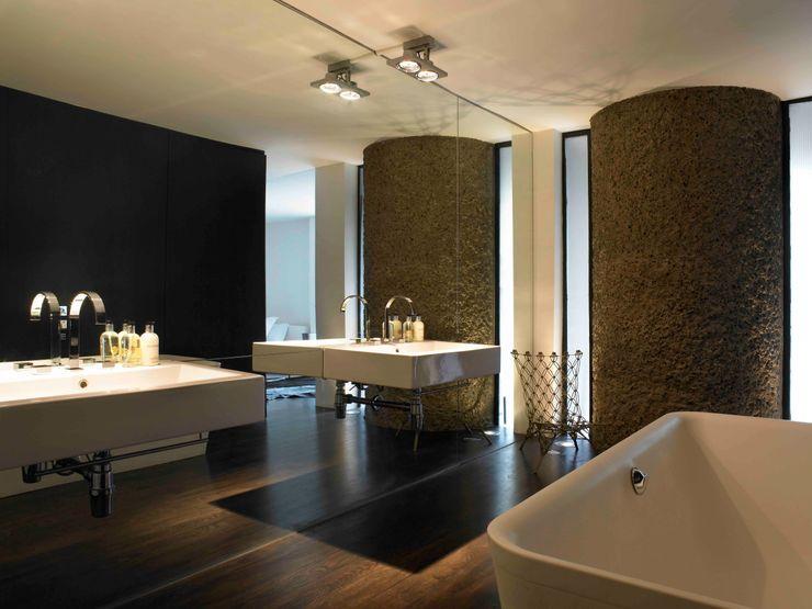 Apartment 60 Mackay + Partners Modern bathroom