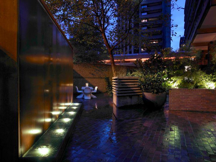 Apartment 60 Mackay + Partners Modern garden