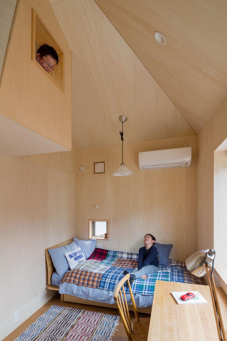トンガリの家 株式会社リオタデザイン モダンデザインの 子供部屋