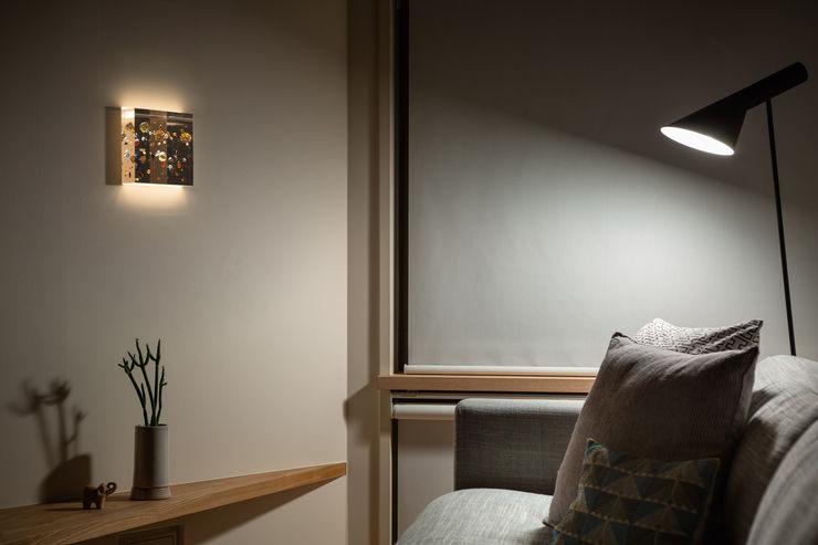 トンガリの家 株式会社リオタデザイン モダンな 壁&床