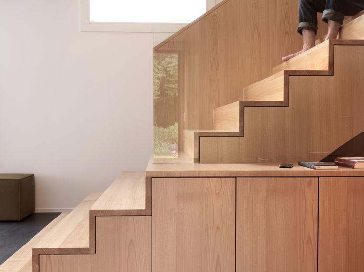 Haus S nimmrichter architekten ETH SIA AG Moderner Flur, Diele & Treppenhaus