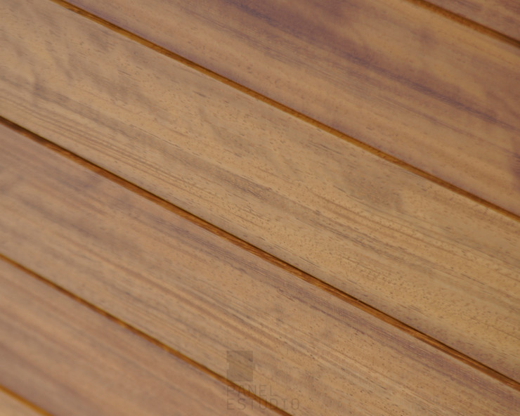 Acabado en Iroko de panel sandwich de madera. panelestudio