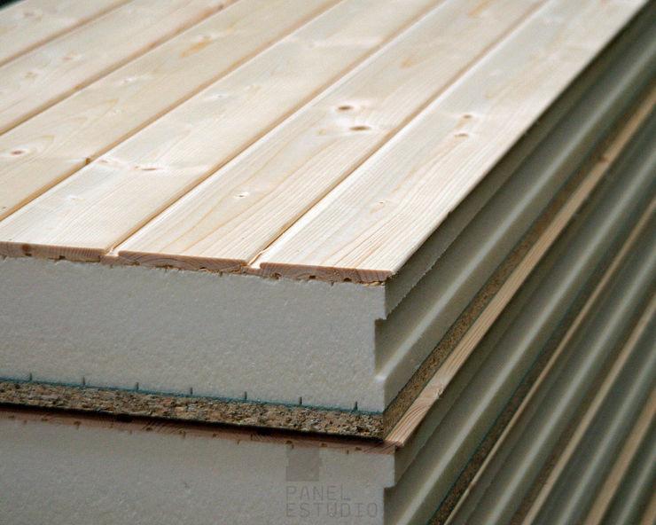 Panel de madera con núcleo aislante y acabado decorativo en madera natural. panelestudio