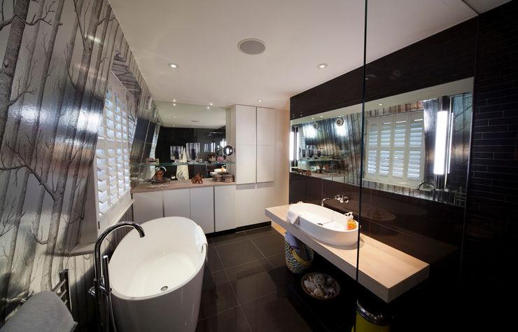 En Suite Bathroom in Loft extension Gullaksen Architects Modern bathroom
