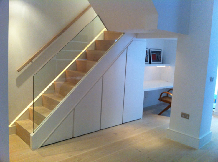 Stairs to upstairs Gullaksen Architects Vestíbulos, pasillos y escalerasEscaleras