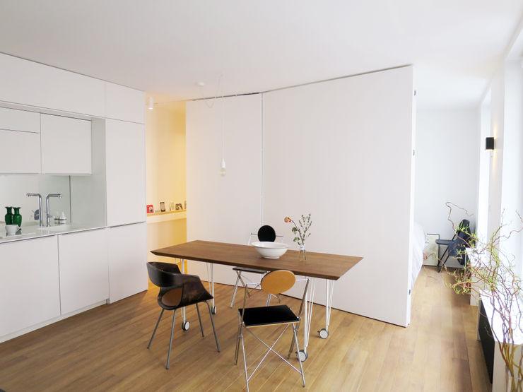 coin repas pour 6+/ avec les ports des chambres ouvertes Studio Pan Salle à manger moderne
