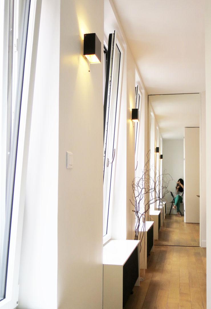 au long des fenêtres Studio Pan Salon moderne
