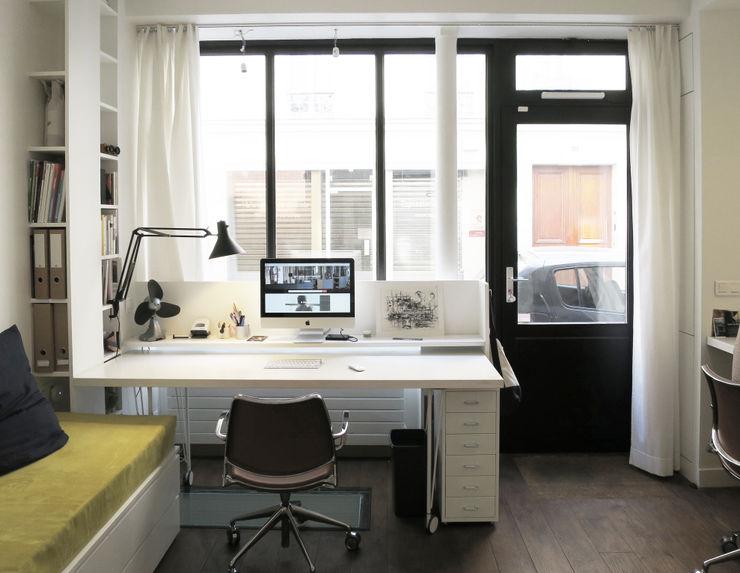 bureau devant la vitrine Studio Pan Bureau moderne