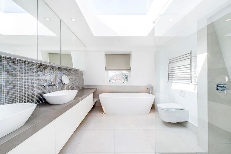 Contemporary Bathroom and Lighting homify Baños de estilo moderno