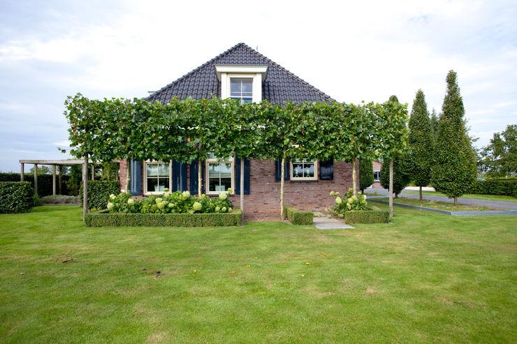 Dutch Quality Gardens, Mocking Hoveniers Modern Bahçe