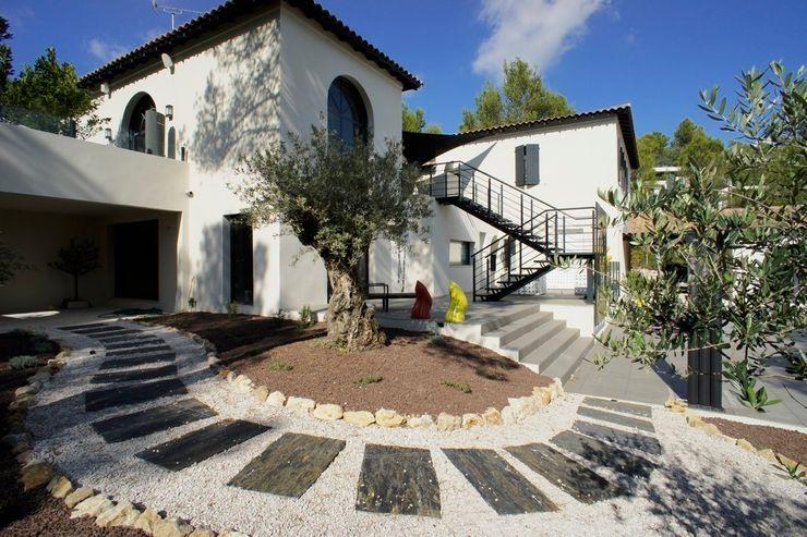 Rénovation et décoration d'une villa au Nord de Montpellier, Parcs des Vautes LEWISA home Jardin classique
